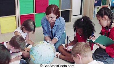 petit, séance, prof, plancher, gosses, learning., groupe, classe, école