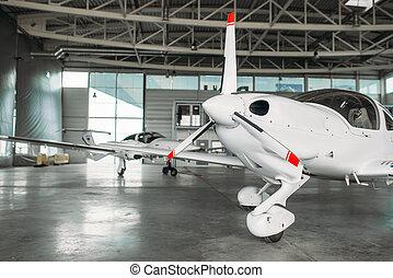 petit, turbo-propeller, avion privé, hangar