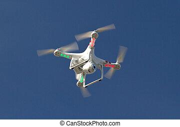 petit, unmanned, hélicoptère, à, a, appareil photo, flotter, dans, les, ciel bleu