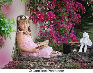 petite fille, à, a, livre, dans parc