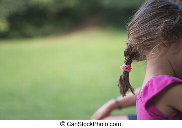 petite fille, à, a, tresse, dans parc