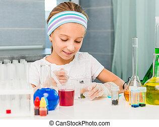 petite fille, à, flacons, pour, chimie