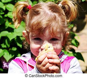 petite fille, à, poulet