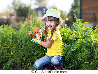 petite fille, arrosage, à, boîte, dans, les, légumes, jardin, à, a, jour été