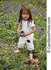 petite fille, bluebells-field