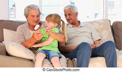 petite-fille, elle, grands-parents