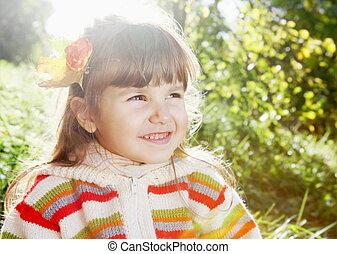petite fille, ensoleillé, dehors, sourire, jour