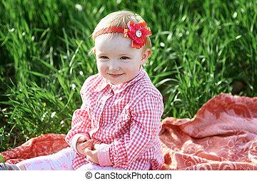 petite fille, est, séance, sur, a, couverture, dans, les, été, champ