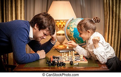 petite fille, gagné, échecs, à, homme