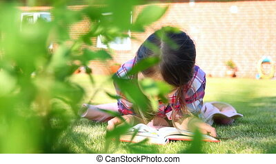 petite fille, grass., livre, été, lecture