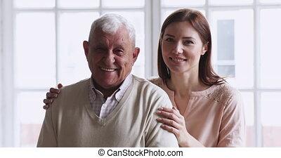 petite-fille, jeune, papy, famille, deux, portrait aîné, générations