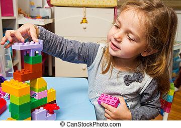 petite fille, jouer, construisant briques