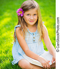 petite fille, livre, adorable, mignon, lecture
