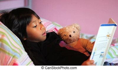 petite fille, livre, asiatique, histoire, lit