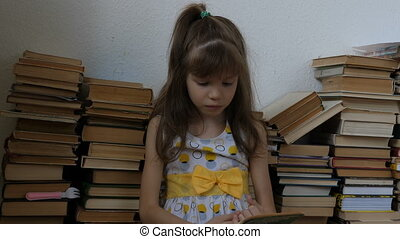 petite fille, livre, lecture, plancher