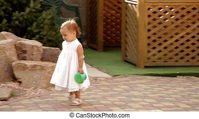 petite fille, marche