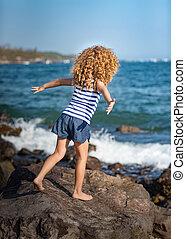 petite fille, près, les, mer