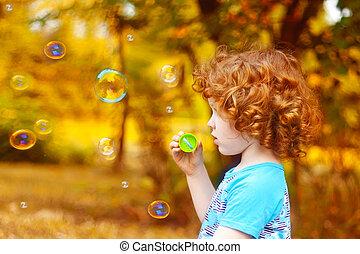 petite fille, spéculations malhonnêtes savon, souffler