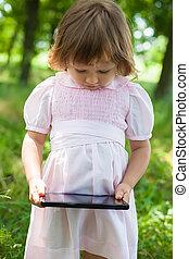 petite fille, tablette, numérique