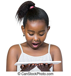 petite fille, tablette, surpris, africaine, facial, expression., regarder
