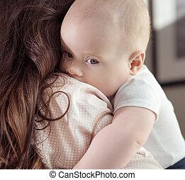petite mère, étreindre, elle, fils