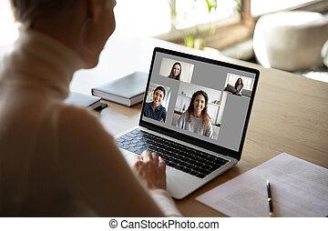petites amies, conversation, avoir, vidéo, appeler, amusement, femme