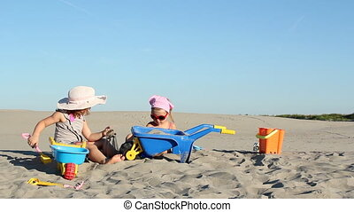 petites filles, deux, sable, jouer