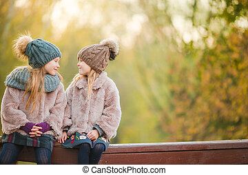 petites filles, ensoleillé, automne, chaud, dehors, adorable, jour