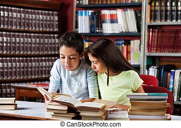petites filles, livre bibliothèque, ensemble, lecture