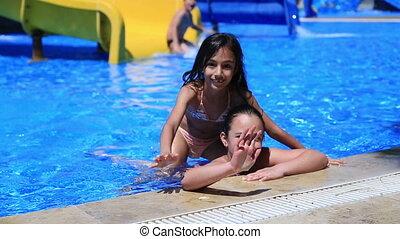 petites filles, sourire, piscine, heureux