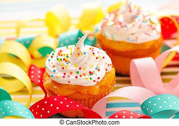 petits gâteaux, crème fouettée