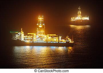 petróleo cercano costa, drillship, por la noche