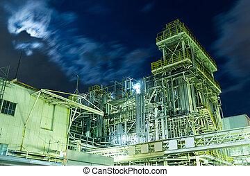 petrochemische stof, industrieel planten aan, op de avond