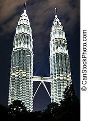 Petronas Towers Kuala Lumpur - Petronas Twin Towers in Kuala...
