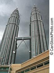 Petronas Twin Towers - Looking up to Kuala Lumpur\\\'s...