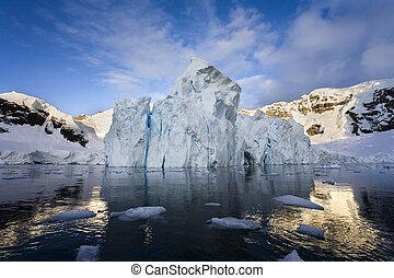 Petzval Glacier - Antarctica