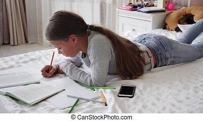 peu, étudier, école, lit, écriture, cahier, maison, girl, mensonge