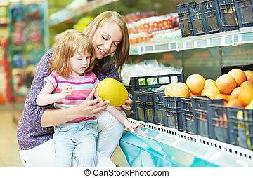 peu, achats femme, girl, fruits
