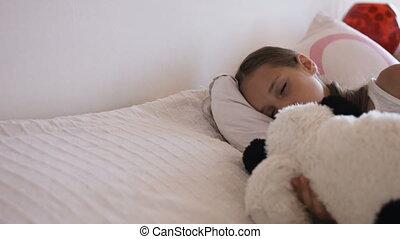 peu, adorable, ensoleillé, gros plan, lit, sommeil, girl, matin