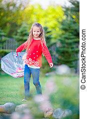 peu, adorable, girl, dehors, à, parapluie