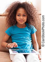 peu, africaine, fille asiatique, utilisation, a, pc tablette