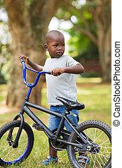 peu, africaine, garçon, à, sien, vélo