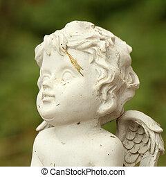 peu, angélique, figurine, closeup, sur, arrière-plan vert, italie