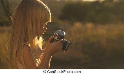 peu, appareil photo, coucher soleil, girl
