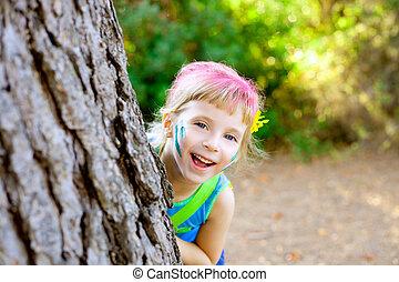 peu, arbre, enfants, forêt, girl, jouer, heureux