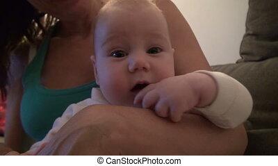 peu, bébé, maman, bras