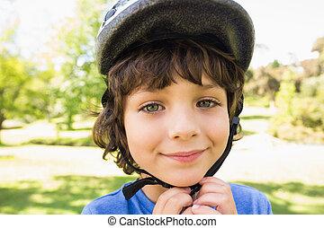 peu, casque, mignon, vélo, garçon, porter