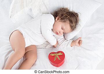 peu, chérubin, à, ailes, coucher lit, à, boîte-cadeau