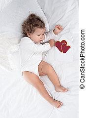 peu, chérubin, à, ailes, coucher lit, à, cœurs