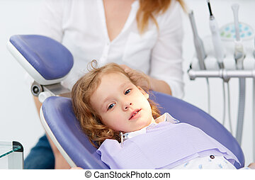 peu, chaise dentiste, girl